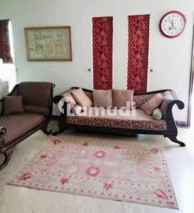 1 Bed Luxury Furnished Room With Kitchen Parking For Female Only