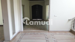F-7 Marble Flooring 06 Bedroom House With Reversible Ac,s For Rent
