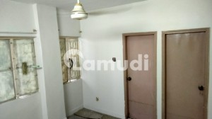 Stunning 950  Square Feet Flat In Gulshan-E-Iqbal Town Available
