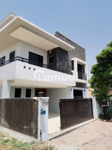 10 Marla Beautiful House for Rent