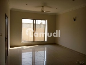 500 Yard 5 Room West Open Good Condition