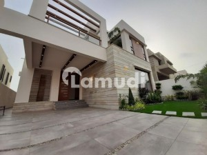 500 Yards Extraordinary Brand New Villa With Basement