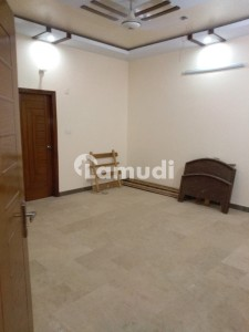 3 Bed Portion 2nd Floor With Roof In Gulshan E Iqbal