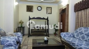 200 Sq yd Double Storey 6 Bed House For Sale