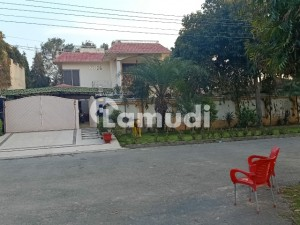 2 Kanal House Is Up For Sale With 7 Beds 2 Servant Room Guest House And Swimming Pool