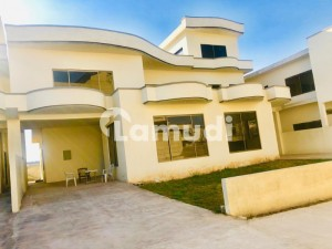 6 Bedrooms House Is Available For Rent