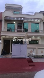 25x40  Brand New First Entry House For Rent In G13