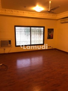 2000 Sqyd Bungalow Available For Rent