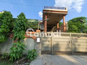 One Kanal Semi Commercial House Having 7 Bedrooms For Sale Located In Township Lahore