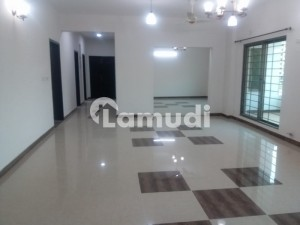 4 Bed Rooms Apartment 10 Marla Brand New