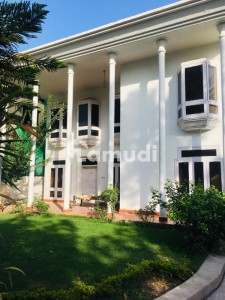 White House Available For With Huge Green Lawn In F10