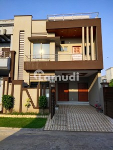 5 Marla triple Storey New Construction House For Sale