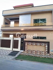 7 Bed Rooms House For Sale Near School