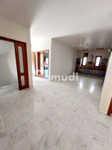600 Yards Bungalow At Prime Location