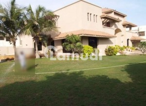 2000 Sq Yard 10 Years Old Bungalow But Very Well Maintained