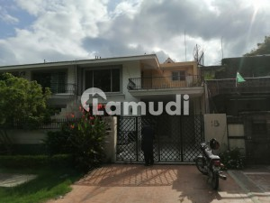 F74 Ideal Location Park Face Independent House With Basement For Rent