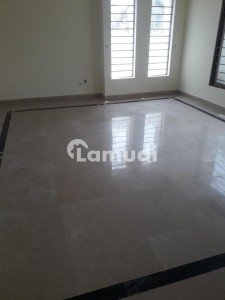 500 Sq Yards 3 Bed Rooms Ground Floor Portion For Rent