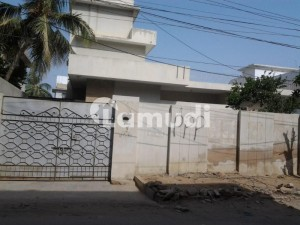600  Square Feet House In Tariq Road Is Available